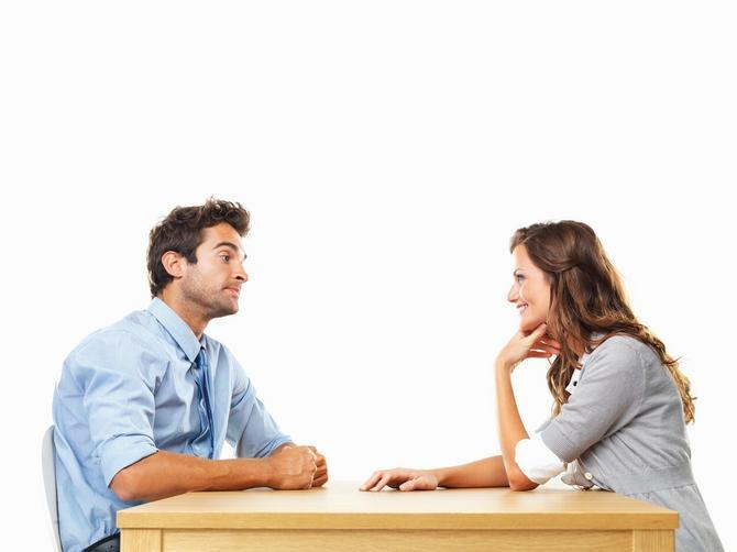 Mislile ste da je sjajno kad vas ON gleda u oči na prvom sastanku? Šokiraćete se kad čujete šta to ZAISTA znači!