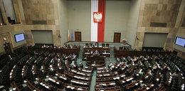 Polscy posłowie zadłużeni po uszy! Sprawdź