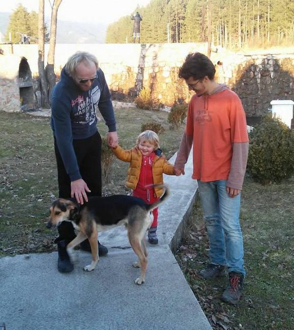 Gost iz Nemačke Marlon, Draganin suprug Dalibor, ćerkica i pas na izletu u Rosićima