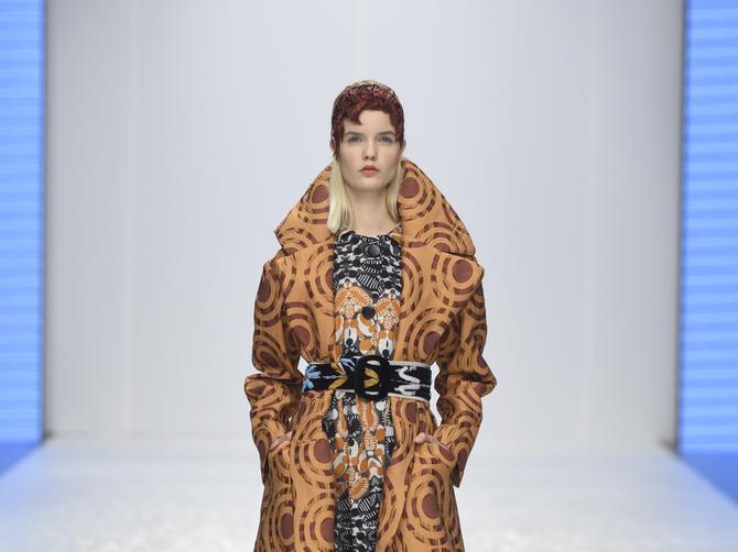 Najnoviji trendovi predstavljeni na Belgrade Fashion Week-u: Markantni kaputi vladaju jesenjom sezonom