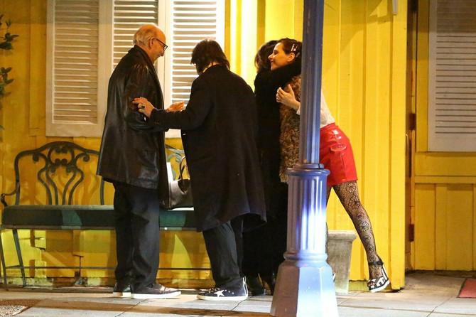 Al Paćino sa prijateljima i devojkom ispred restorana Dan Tane