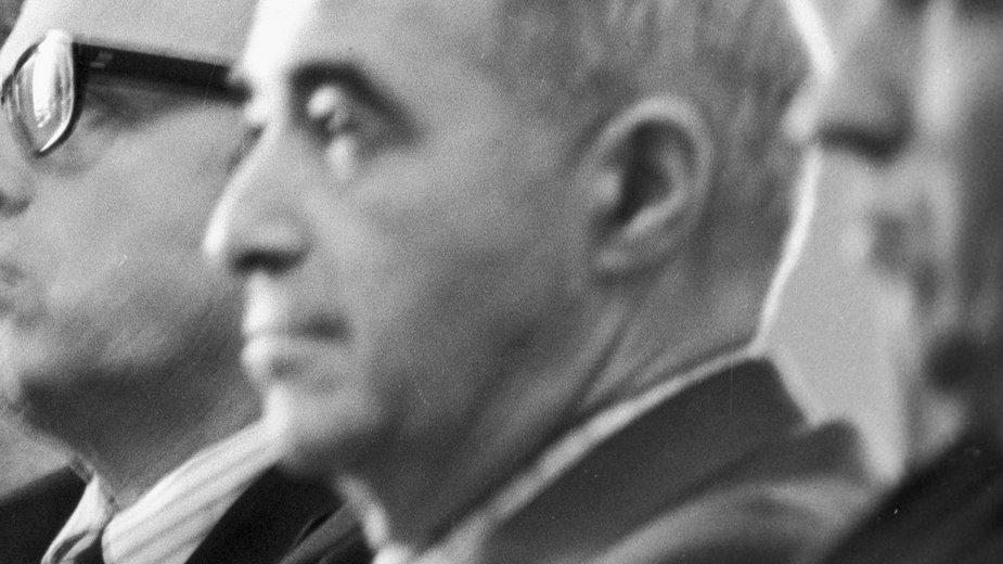 Izaak Chałatnikow w Instytucie Fizyki Teoretycznej im. Landaua, 1975 r.