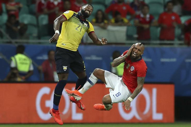 Fudbalska reprezentacija Čilea, Fudbalska reprezentacija Ekvadora