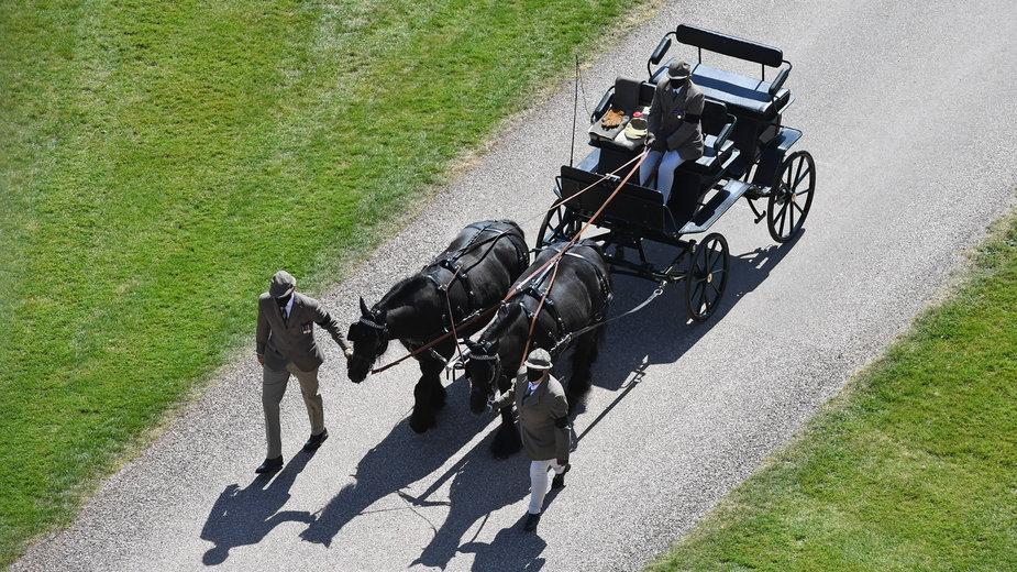 Powóz zaprojektowany przez księcia Filipa przybył na jego pogrzeb