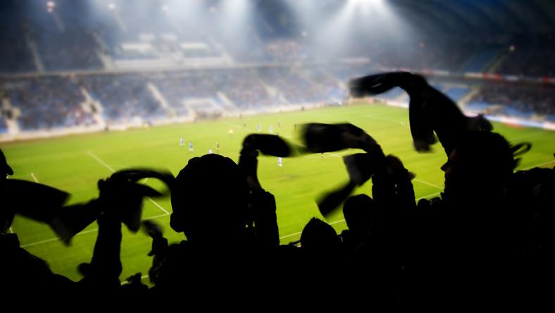 Mecz piłkarski na stadionie