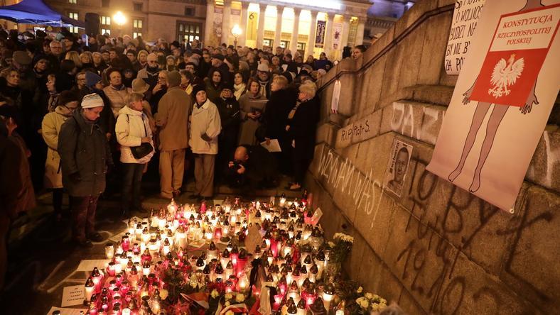 Miejsce samospalenia przed Pałacem Kultury w Warszawie