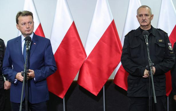 Minister spraw wewnętrznych i administracji Mariusz Błaszczak oraz komendant główny Państwowej Straży Pożarnej gen. brygadier Leszek Suski