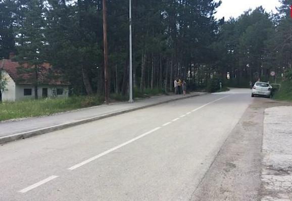 Dečak poginuo dok je sa grupom prelazio ulicu