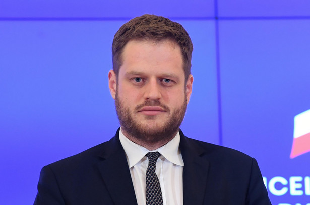 Wiceminister zdrowia Janusz Cieszyński przekazał, że sprzęt będzie przekazany z rezerw strategicznych państwa