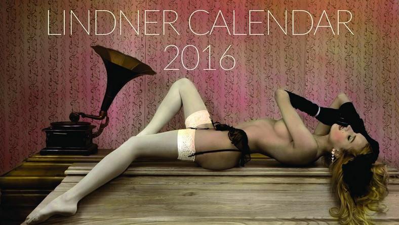 Firma Lindner z Wągrowca - znana w Europie z produkcji trumien - po raz kolejny wydała swój kalendarz. Cenione produkty tejże firmy promują piękne i roznegliżowane modelki. Zobacz czego możesz spodziewać się po nowej publikacji.