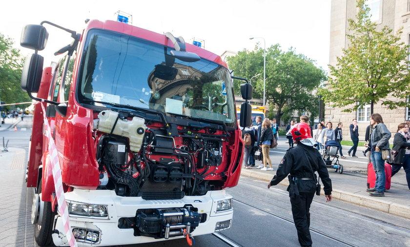 Wóz strażacki zderzył się z tramwajem.