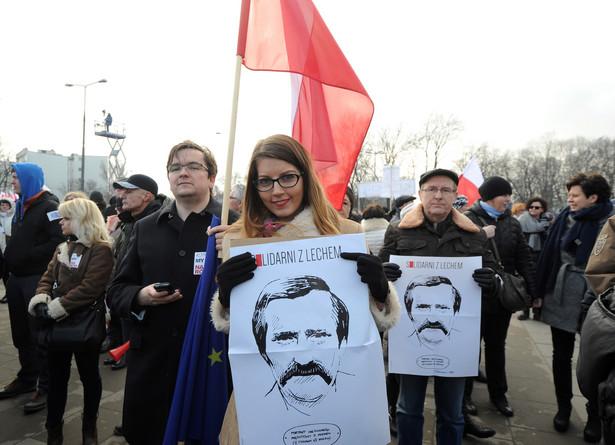 """Marsz pod hasłem """"My, Naród"""" zorganizowany przez Komitet Obrony Demokracji, PAP/Marcin Obara"""