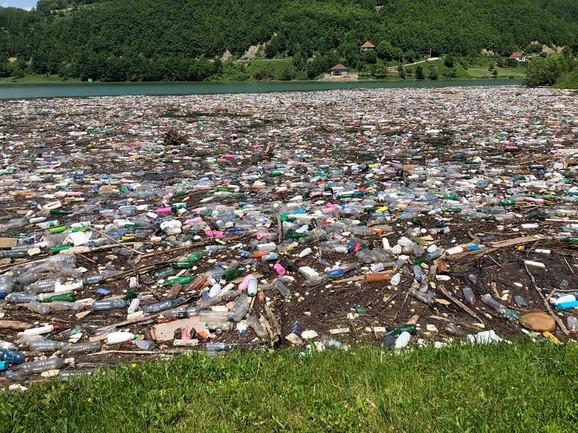 Ibar donosi otpad iz Rožaja, tvrde meštani