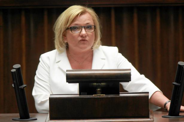 Beata Kempa dodaje, że brakuje informacji dla społeczeństwa ze strony rządu w takich sprawach, jak przygotowanie służb do przyjmowania uchodźców