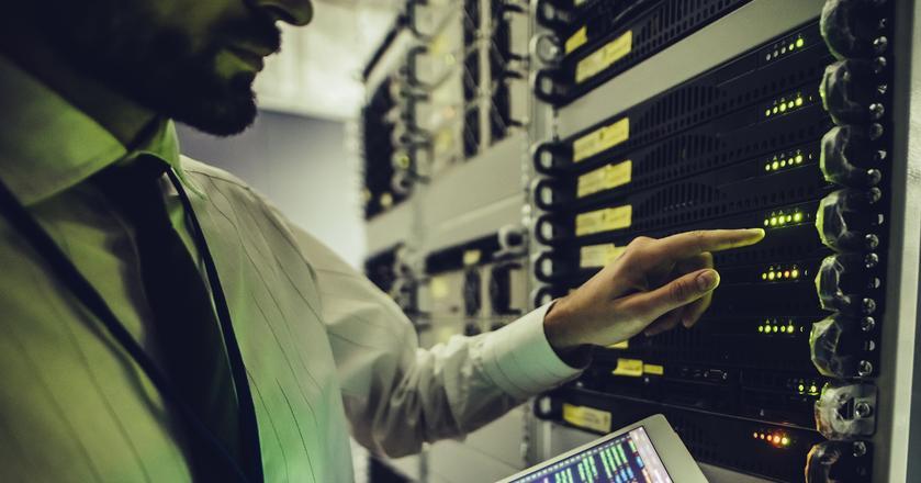 Według różnych szacunków w Polsce brakuje kilkudziesięciu tysięcy specjalistów z branży IT