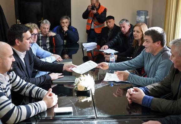 Sastanak oružara sa gradonačelnikom Radomirom Nikolićem