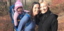 To zdjęcie obiegło świat. Co robi Clinton tuż po wyborach?