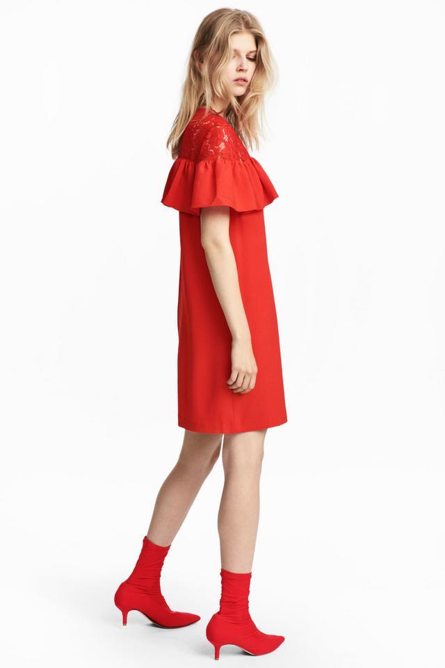Sukienka z karczkiem z koronki
