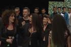 """Nekadašnja predstavnica Srbije na """"Evroviziji"""" sa DUBOKIM DEKOLTEOM na reviji Boška Jakovljevića (VIDEO)"""