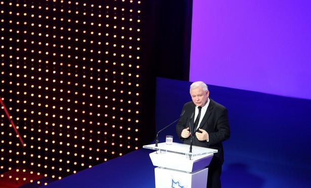 Pod koniec października prezes PiS Jarosław Kaczyński zdecydował o odwołaniu dotychczasowych szefów partyjnych struktur w kilku okręgach - m.in. nowosądeckim, toruńskim, łódzkim i opolskim; podzielony zostały okręg wrocławski