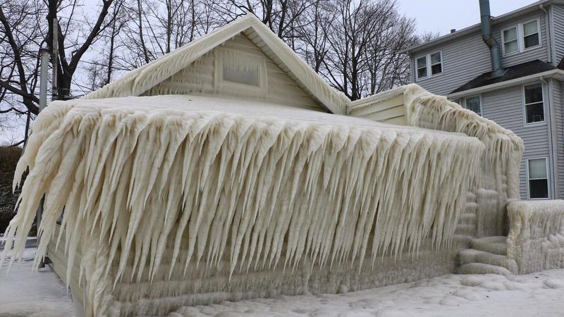 Dom pokryty lodem