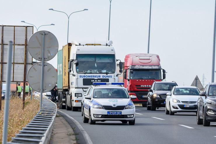 Nesreća na Zrenjaninskom putu, poginuo vozač kamiona