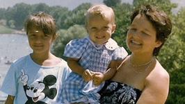 Kto jest na tym uroczym zdjęciu z dzieciństwa? Dziś to znana aktorka
