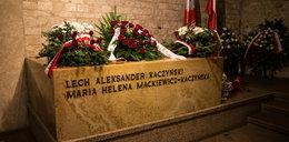 Sarkofag Kaczyńskich zniknął z Wawelu