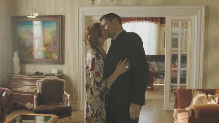 serija pogrešan čovek Petar i Bojana poljubac0