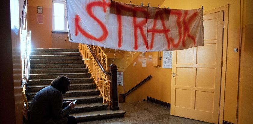 Zgrzyt wśród strajkujących nauczycieli. We Wrocławiu się buntują