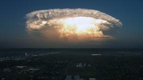 Czy to wybuch bomby atomowej lub atak obcych? Niesamowite zdjęcie Darina Kuntza przedstawia superkomórkę burzową