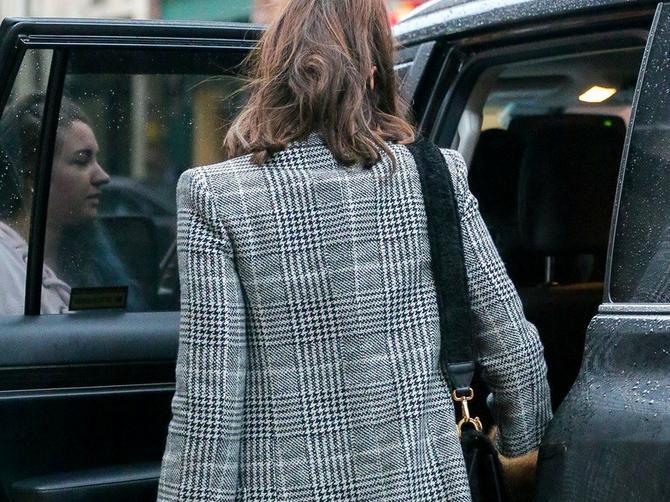 Ovaj kaput je poslednji hit: Nosi ga svetska lepotica, a Srpkinje će ga OBOŽAVATI