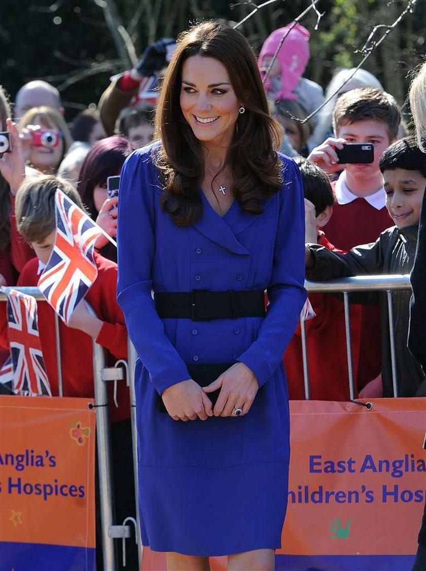 Księżna pożyczyła sukienkę od matki. Fajna?