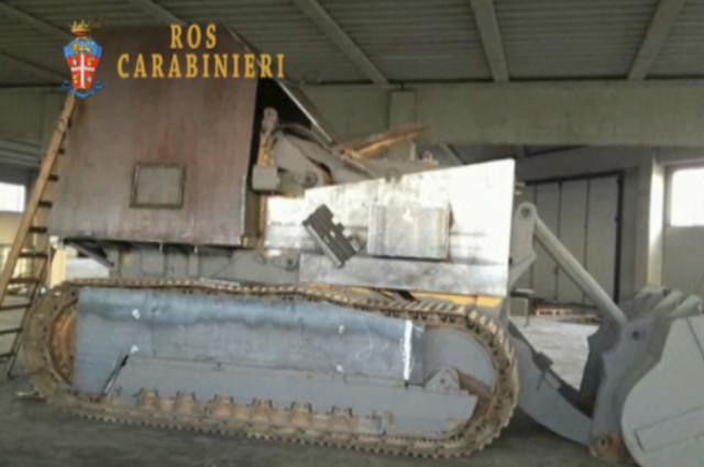 Traktor težine 40 tona sa topom kalibra 12 milimetara