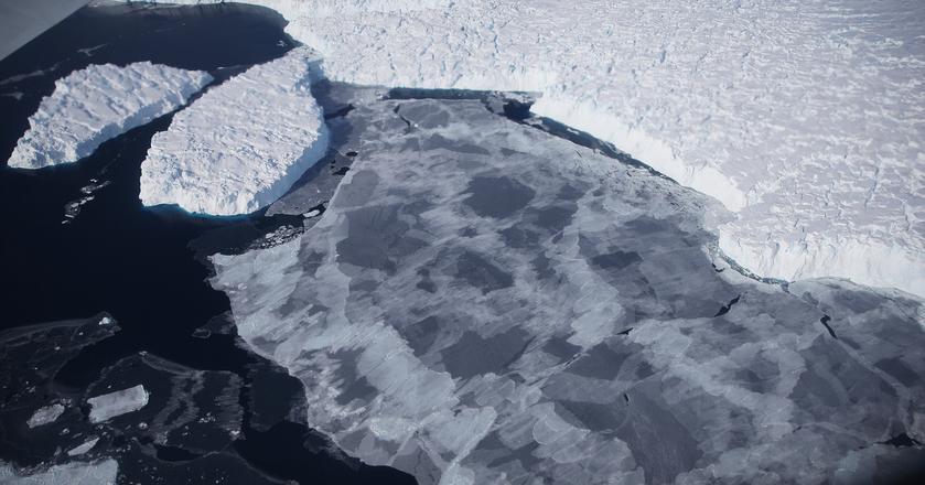Olbrzymi fragment lodowca odrywa się od Antarktydy