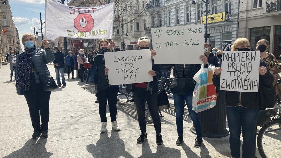 Łódź: Protest pracowników szkół. Ważą się losy blisko pół tysiąca osób
