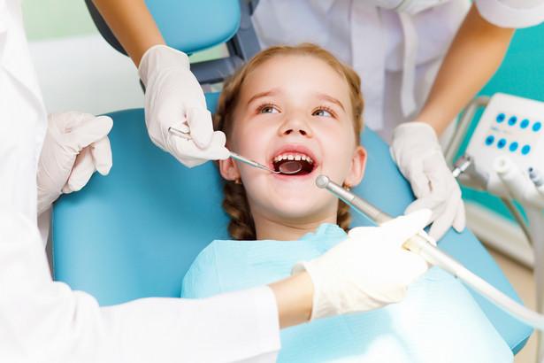 Minister zdrowia chce, by do walki z próchnicą u dzieci ruszyło w Polskę 16 dentobusów