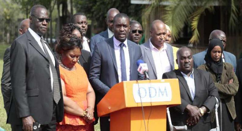 ODM Secretary General Edwin Sifuna (centre) flanked by NEC members addressing the press at a Nairobi hotel