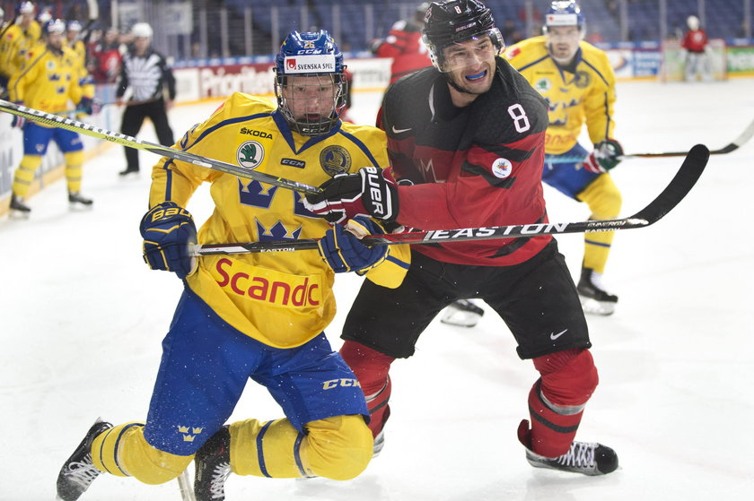 171110 Ishockey Karjala Cup Kanada Sverige Rasmus Dahlin 26 Sweden and Wojtek Wolski 8 Cana