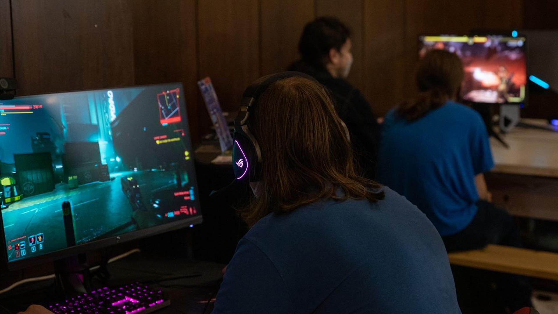 Na jednom zpočítačov bežal aj Cyberpunk 2077.