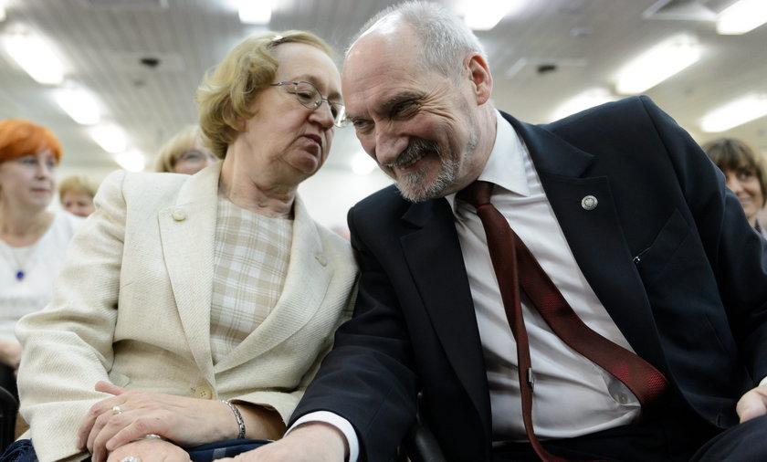 Tajemnice żony Macierewicza