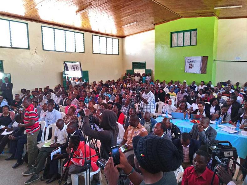 Kayole residents during consultative forum with DPP Haji (Twitter)