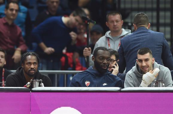 Čarls Dženkins i Ognjen Dobrić posmatraju meč Zvezde i CSKA u