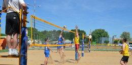 Policjanci grali w siatkówkę plażową