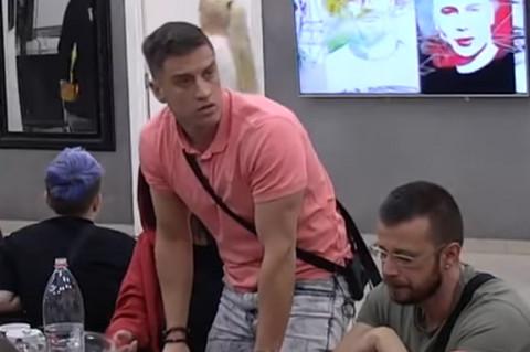 David pobesneo zbog Stanije: Lupao šakom o sto i bacio flašu! VIDEO