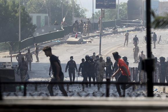 KRVOPROLIĆE U BAGDADU NE PRESTAJE Iračke snage bezbednosti uletele sa palicama među demonstrante na glavnom trgu