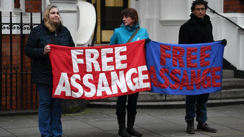 Demonstracja na rzecz uniewinnienia Assange'a