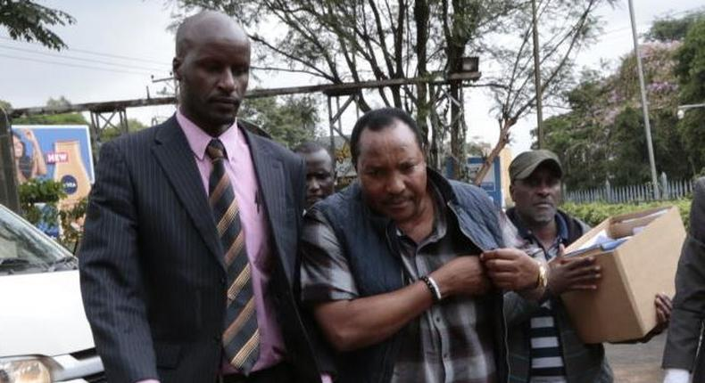 File image of Ferdinand Waititu with detectves  during his recent arrest over corruption