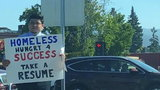 Bezdomny stał przy drodze i prosił o to ludzi. Przecierali oczy ze zdziwienia