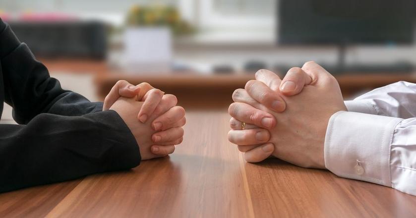 Jak sprawić, by ludzie spełniali twoje prośby? 14 technik manipulacji